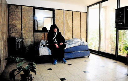 ירדנה אביטן. השכנים מאפשרים לה לגור בחדר המדרגות (צילום: קובי קואנקס)