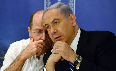 Ya'alon and Netanyahu during Operation Protective Edge (Photo: Haim Tzah, GPO)