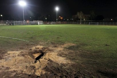 Dommages à un terrain de sport (Photo: Avi Rokach)