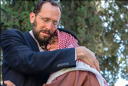 Rabbi Yakov Nagen embraces his friend (Photo: Dida Mulder)