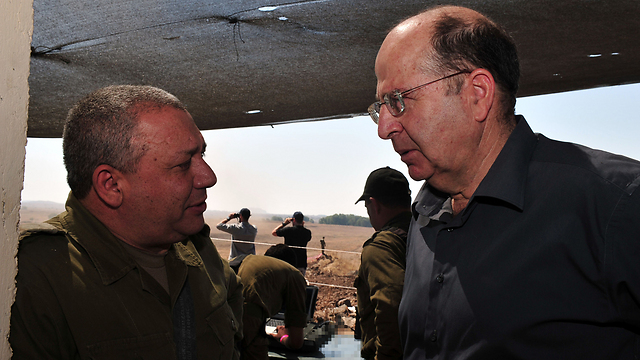IDF chief Eisenkot and Defense Minister Ya'alon (Photo: Ariel Hermoni, Defense Ministry)
