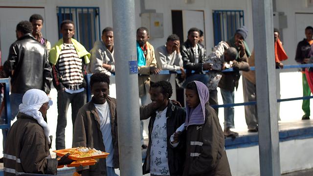 Detainees in the Saharonim detention facility (Photo: Haim Horenstein) (Photo: Haim Horenstein)