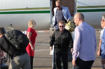 Sir Elton John en arrivant en Israël dans son jet privé (Photo: Orit Pnini)