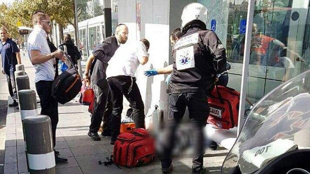 Оказание помощи раненым в теракте в районе Гиват-Тахмошет