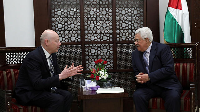 Greenblatt and PA President Mahmoud Abbas (Photo: Reuters)