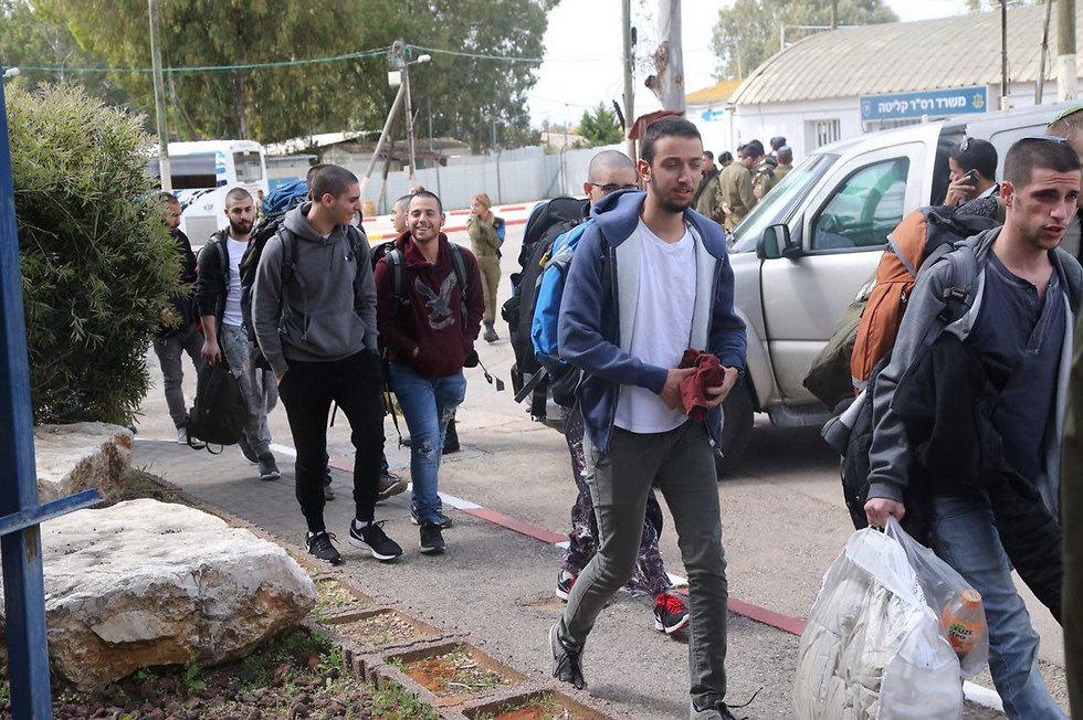New recruits at the IDF induction center (Photo: Motti Kimchi)