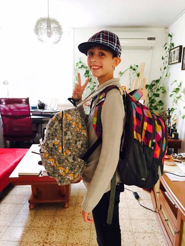 Соня с радостью идет в школу