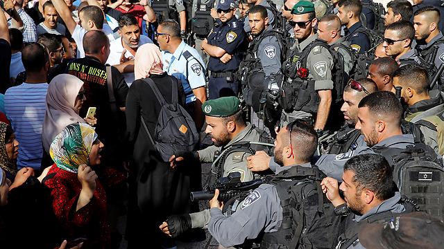 Protests at closure of Al-Aqsa (Photo: Reuters)