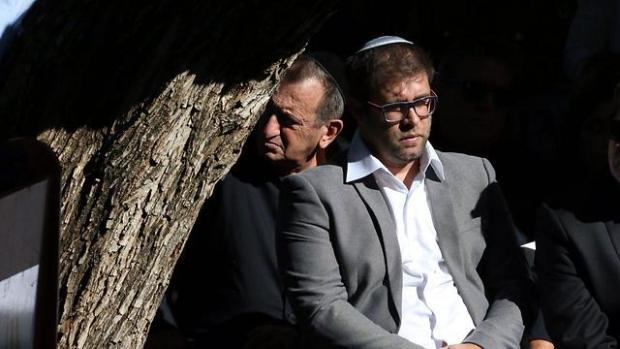 Рон Хульдаи и Орен Хазан на похоронах Рона Кукии. Фото: Моти Кимхи