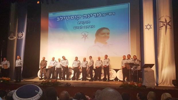 Марине торжественно вручили звание лучшей полицейской года. Фото: пресс-служба полиции
