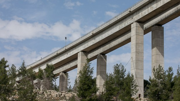Для новой магистрали были проложены 5 мостов. Фото: Охад Цвайгенберг