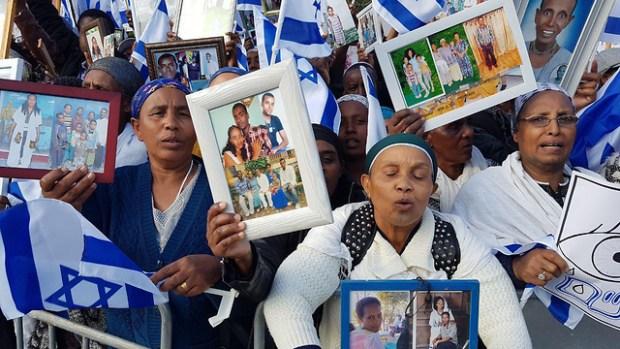 Демонстрация репатриантов из Эфиопии, требущих доставить в Израиль своих родственников. Фото: Эли Мандельбаум