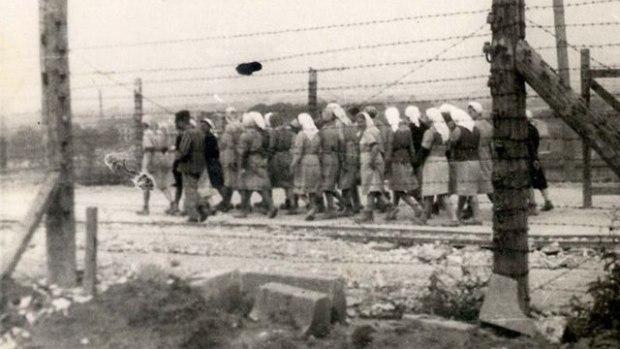 """Еврейские женщины в Плашове. Фото: """"Яд ва-Шем"""""""
