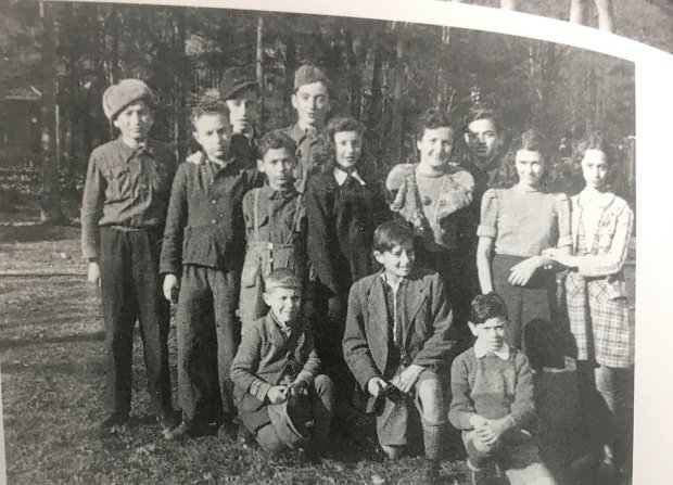 "Лена Кухлер и ее дети. Фото из книги ""Сто моих детей"""