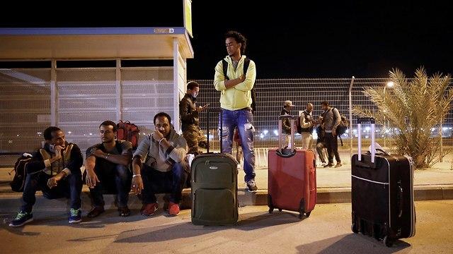 Asylum seekers released from Saharonim (Photo: Reuters)