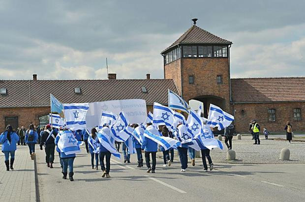 """""""Марш жизни"""" у ворот Аушвица. Фото: Йоси Зелигер"""
