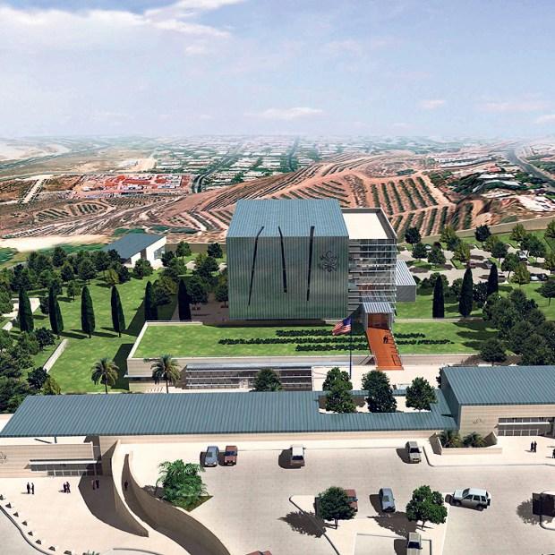 Вид на посольство издалека. Фото: Amir Mann – Ami Shinar Architects and Planners Ltd