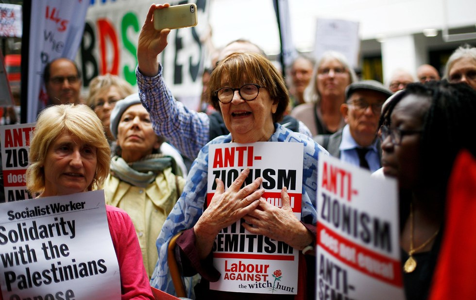 Labor Party supporters demonstrating against Israel (Photo: Reuters)