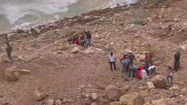 На месте трагедии - иорданцы ищут выживших