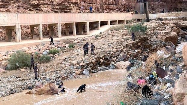 Посиковая операция в районе трагедии. Фото: AP