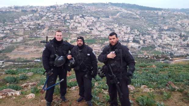 Три стража Иерусалима - бойцы ЯСАМа (слева направо): Сергей Буцыкин, Йоси Кирма и командир Йоси Царфати. Фото из личного архива Сергея