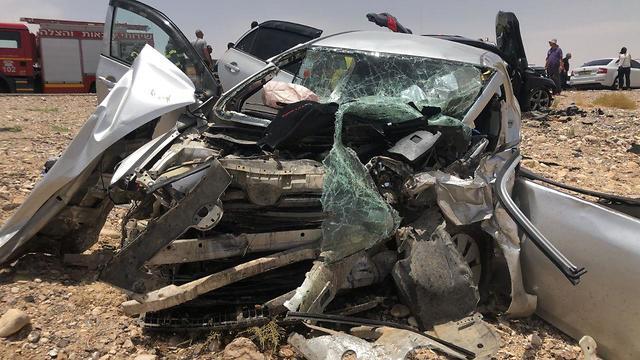Un grave accident de la route dans l'Arava (Photo: Bureau de pompiers et de secours du Néguev Mizrahi)
