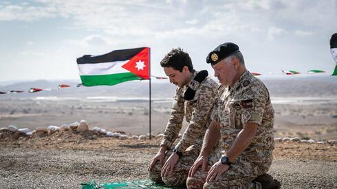 מלך ירדן עבדאללה עם בנו, חוסיין, בצופר
