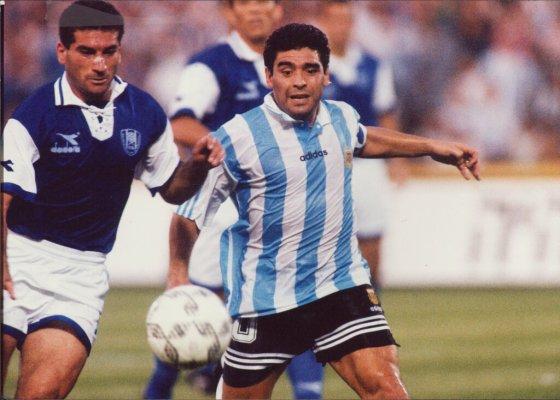 Maradona against Moshe Glam and the Israeli team