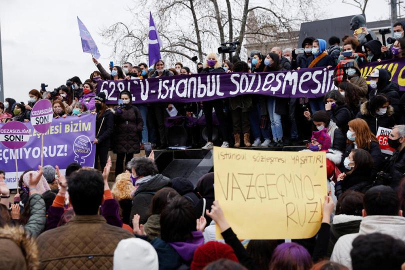 Turquie Istanbul Manifestation après la retraite de la violence contre les femmes contre les femmes