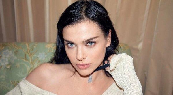 Елена Темникова выложила архивное фото с мамой и сестрой ...
