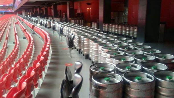 Barriles de cerveza en San Mamés para las finales de rugby. Foto difundida por las redes sociales