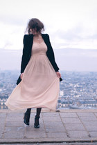 https://i1.wp.com/images2.chictopia.com/photos/FashionisaPlayground/9074989658/light-pink-h-m-dress-black-zara-coat_med.jpg