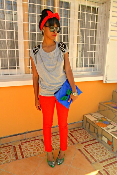Red-skinny-pants-blue-diy-clutch-bag-periwinkle-chains-and-studs-t-shirt_400
