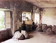Tre finestre dello stabilimento di Casale Monferrato della Eternit in una scena dal documentario «Indistruttibile» di Michele Citoni (Ansa)