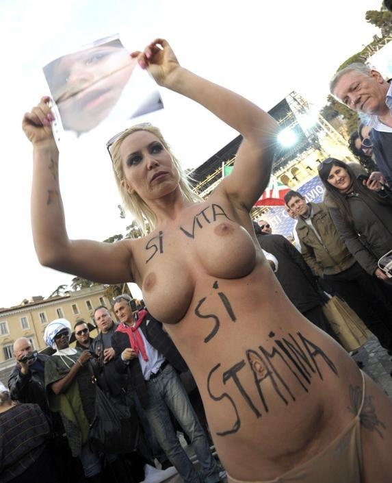 https://i1.wp.com/images2.corriereobjects.it/Primo_Piano/Cronache/gallery/2013/03/femen/roma/img_roma/vit_01_941-705_resize.jpg