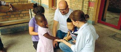 Matteo Galbiati e Mara Corini a Kinshasa con i figli