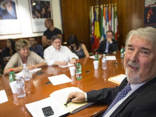 Il ministro del Lavoro Poletti durante un incontro con i sindacati del luglio 2016 (Ansa)