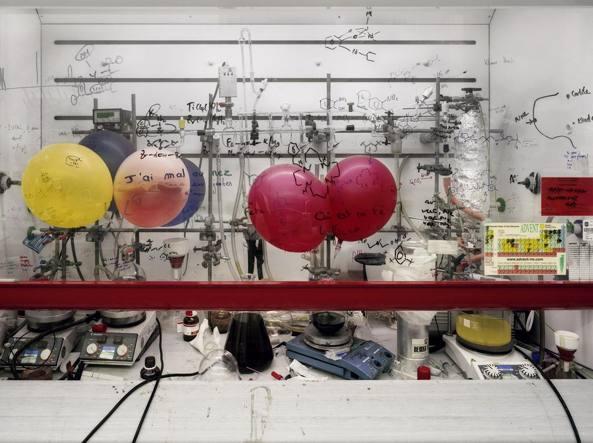 Thomas Struth, «Cappa chimica, Università di Edimburgo» (2010, stampa fotografica a colori) © Thomas Struth