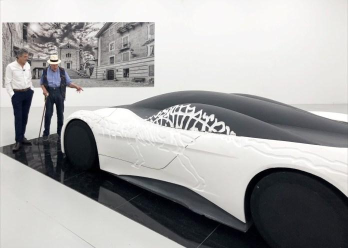 चित्रकार Ezio Gribaudo और Fabrizio Giugiaro ने कलाकार की 90 वर्षों की प्रदर्शनी में, 2020 में