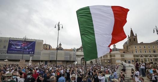 Green pass, manifestazioni di protesta in tutta Italia contro il certificato vaccinale obbligatorio