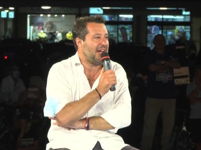 L'ultimatum di Salvini: «Il governo fermi gli sbarchi oppure sostenerlo sarà un problema»