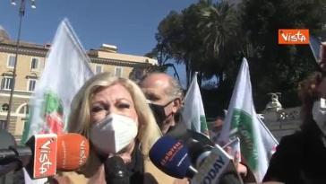 Roma, Sandra Milo al sit-in delle partite Iva: «La gente è disperata. Non ci dormo la notte»