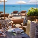 In sei, o due famiglie, al chiuso e niente limiti all'aperto: le nuove regole per i ristoranti