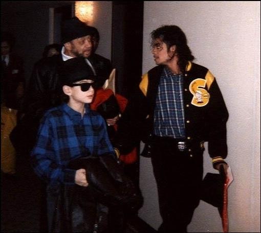 https://i1.wp.com/images2.fanpop.com/image/photos/10100000/rare-Michael-Jackson-michael-jackson-10116862-510-455.jpg