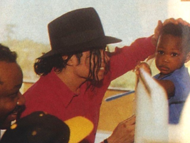 https://i1.wp.com/images2.fanpop.com/image/photos/13600000/MJ-Africa-michael-jackson-13660082-640-483.jpg