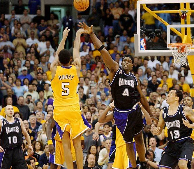 https://i1.wp.com/images2.fanpop.com/image/photos/8800000/Robert-Horry-s-game-winner-vs-Kings-los-angeles-lakers-8858019-666-579.jpg
