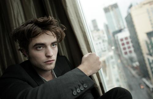 https://i1.wp.com/images2.fanpop.com/images/photos/2800000/Robert-Pattinson-twilight-series-2881743-500-323.jpg