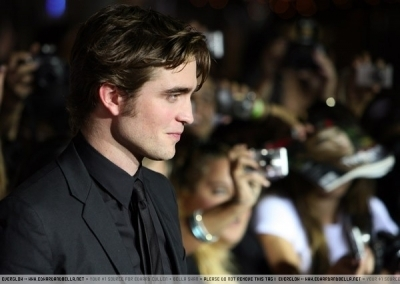 https://i1.wp.com/images2.fanpop.com/images/photos/2800000/twilight-premiere-in-LA-edward-and-bella-2850452-400-284.jpg