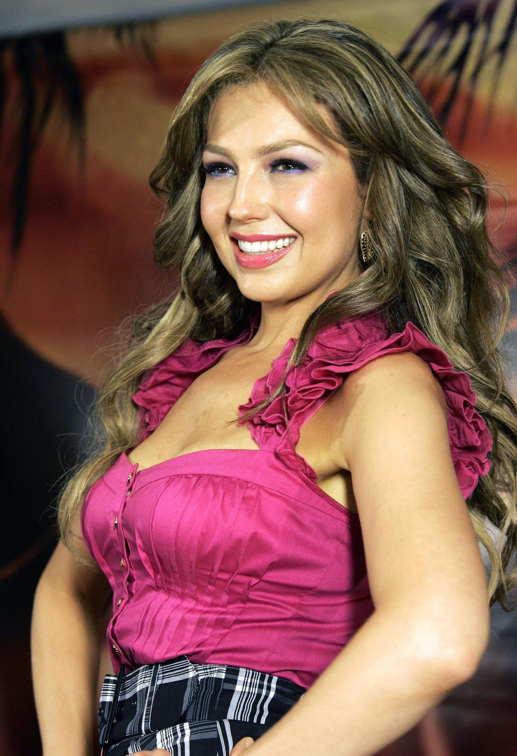 https://i1.wp.com/images2.fanpop.com/images/photos/6700000/Thalia-thalia-6708901-1749-2560.jpg