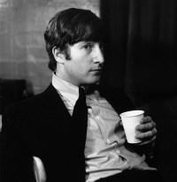 John-Lennon-1964-the-beatles-7236746-485-500.jpg